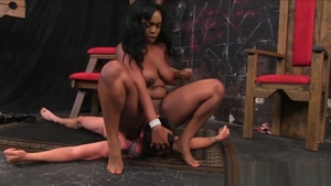 Hard nailining with ebony Riley Reid and hot Tory Lane