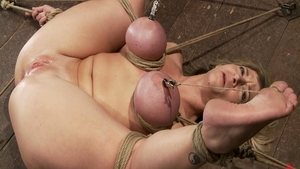 Busty mistress Sara Jay goes in for tied up