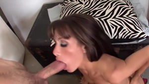 MILF agrees to pussy fucking