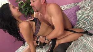 Beautiful MILF has a soft spot for pussy sex