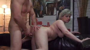 Sex accompanied by short haired MILF