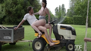 Harmony Reigns and Yanick Shaft pussy fuck outdoors