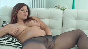 European cougar Amelie Matis with Montse Swinger nailed hard