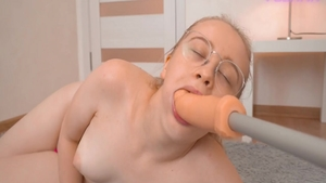 Rough sex super sexy chick wearing glasses on webcam