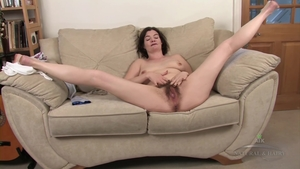 Solo hairy female got her pussy pounded
