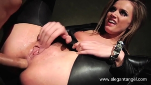 Deepthroat together with in latex in HD