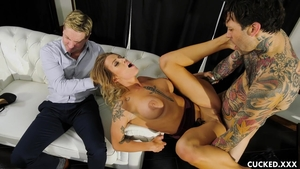 Busty blonde babe Luna Skye receives nailing