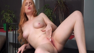 Big ass and sexy amateur pussy fucking solo