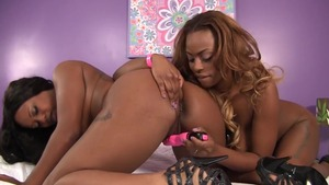 Nubile pussy licking