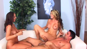 Huge tits & busty Courtney Cummz threesome